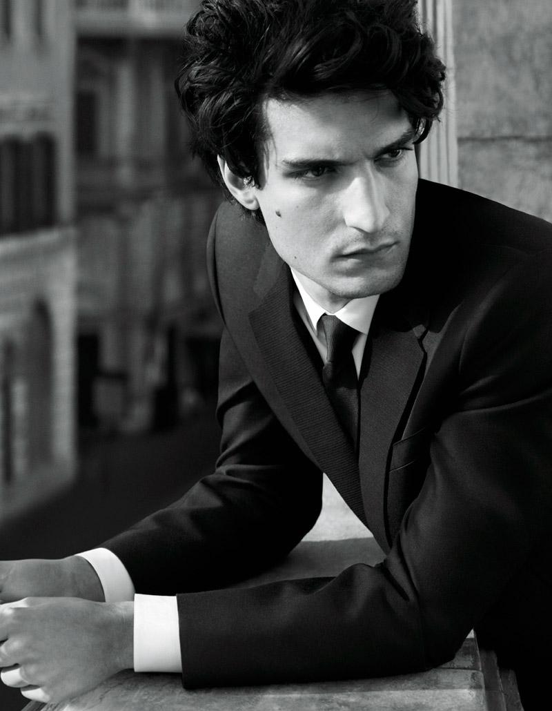 Louis-Garrel_valentino_uomo_fy1