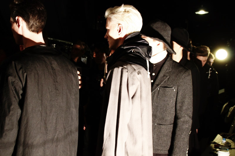 Fingers-Crossed-FW14-Backstage_fy25