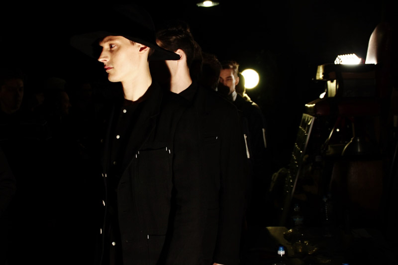 Fingers-Crossed-FW14-Backstage_fy26