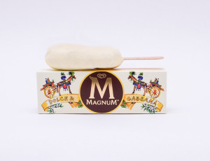 Dolce-Gabbana-x-Magnum-25th-Anniversary_fy1
