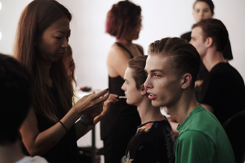 NYFW-SS15-Backstage-by-Christopher-Logan_fy4
