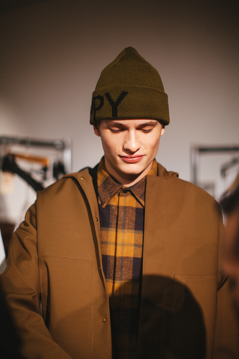 Perry-Ellis-FW15-Backstage_fy6