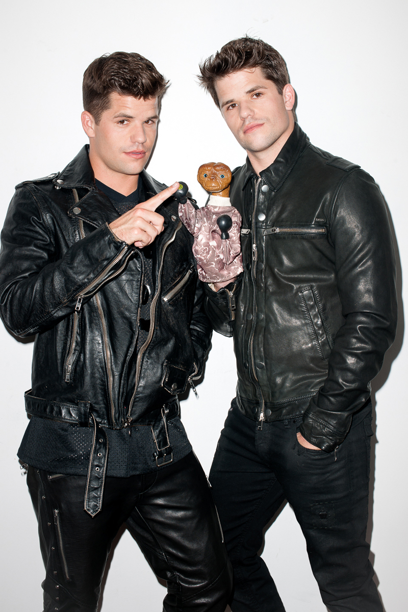 Charlie-&-Max-Carver-by-Terry-Richardson_fy1