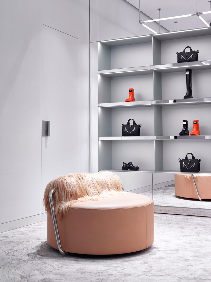 Kenzo-Open-a-New-Store-in-Milan_fy6
