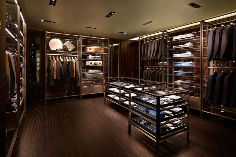 Prada-Reopens-its-Historic-Piazza-San-Moisè-Store-in-Venice_fy2