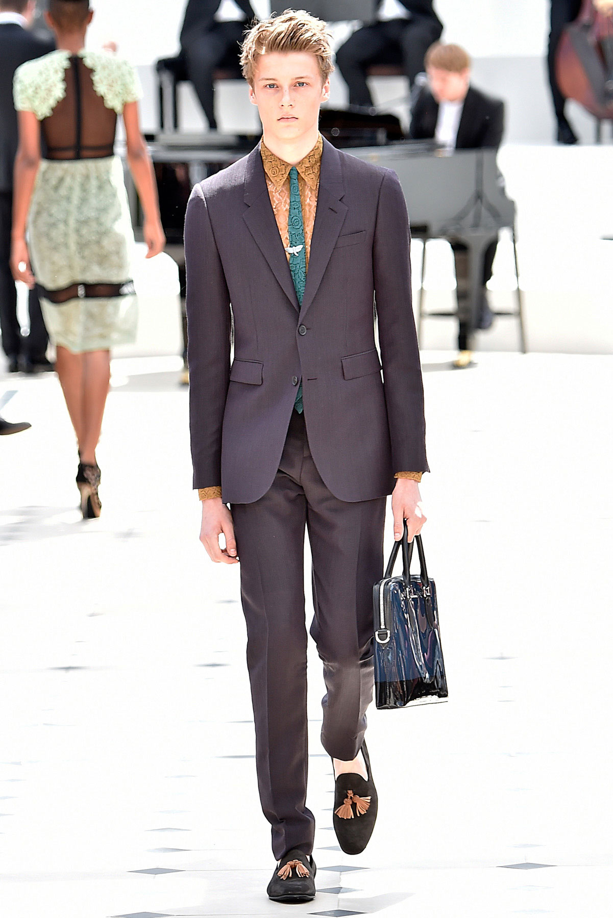 burberry_ss16_lcm_fy10