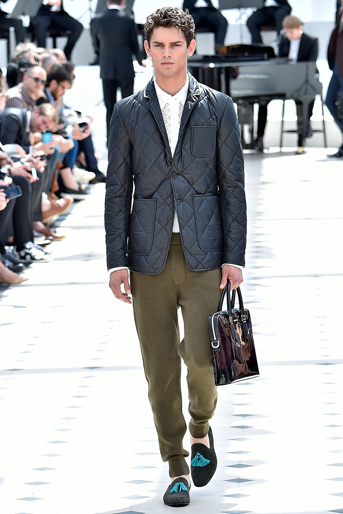 burberry_ss16_lcm_fy12