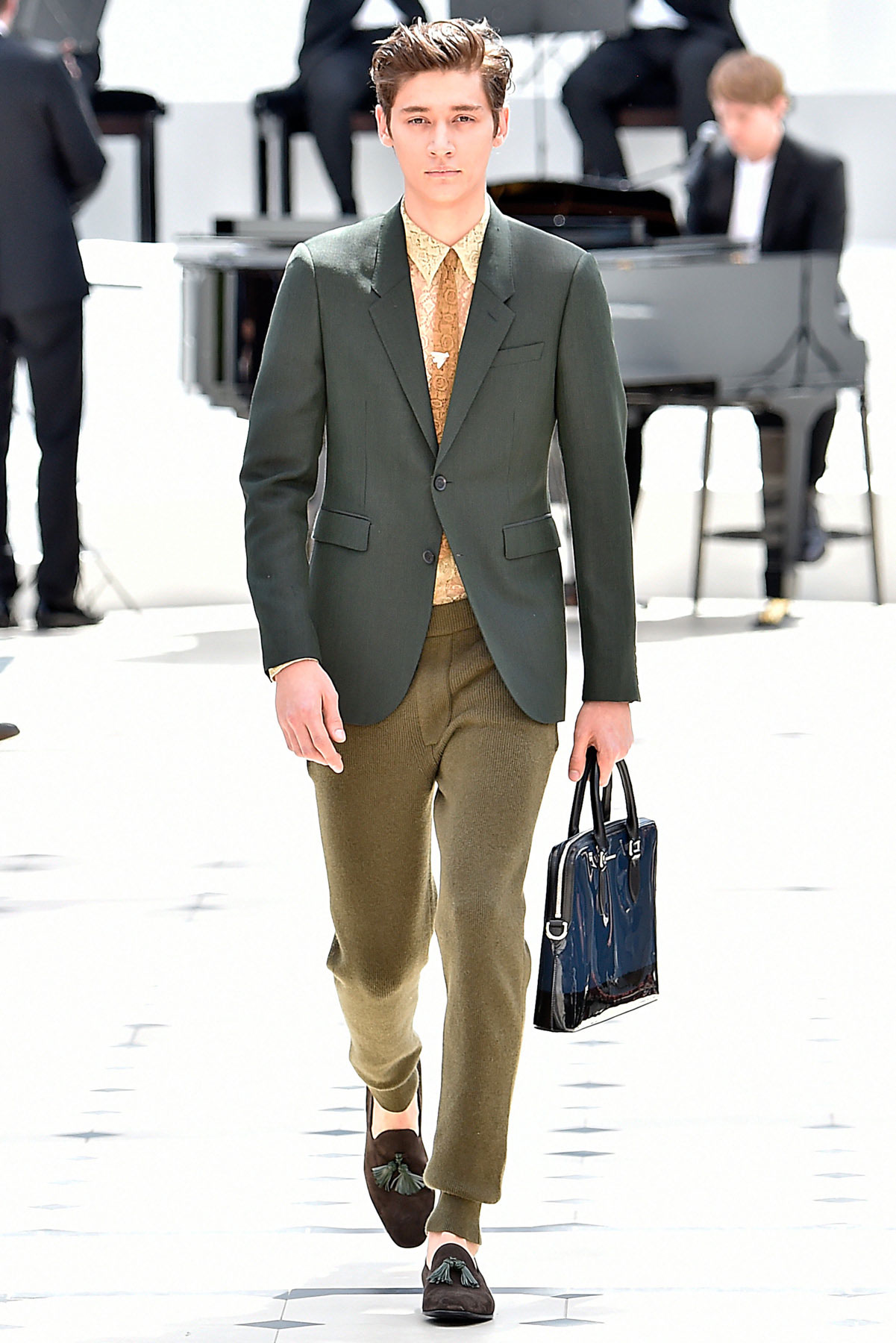 burberry_ss16_lcm_fy15
