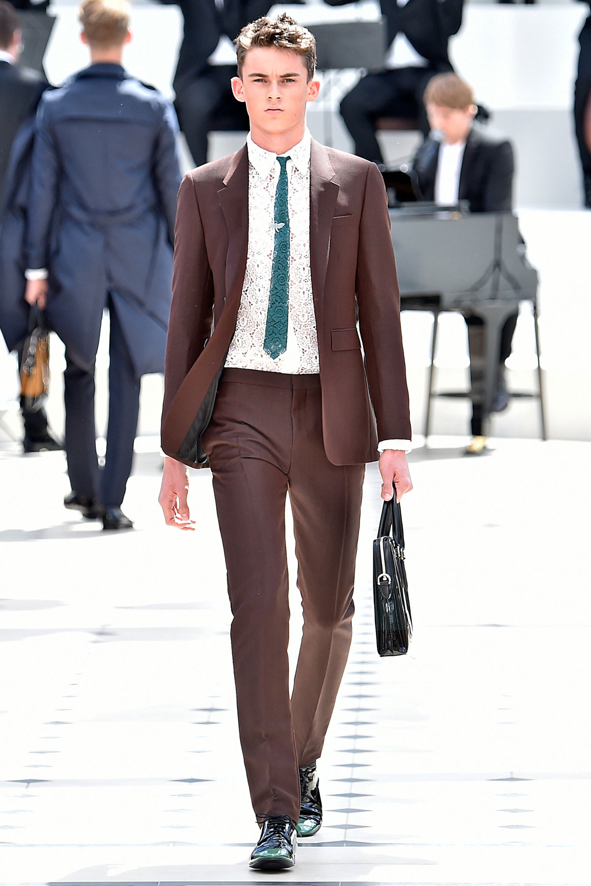 burberry_ss16_lcm_fy3