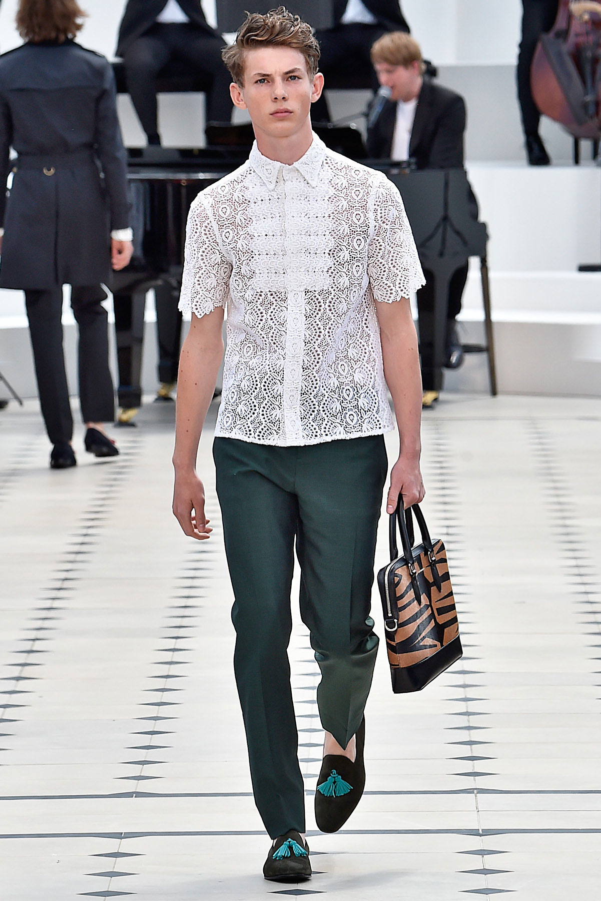 burberry_ss16_lcm_fy42