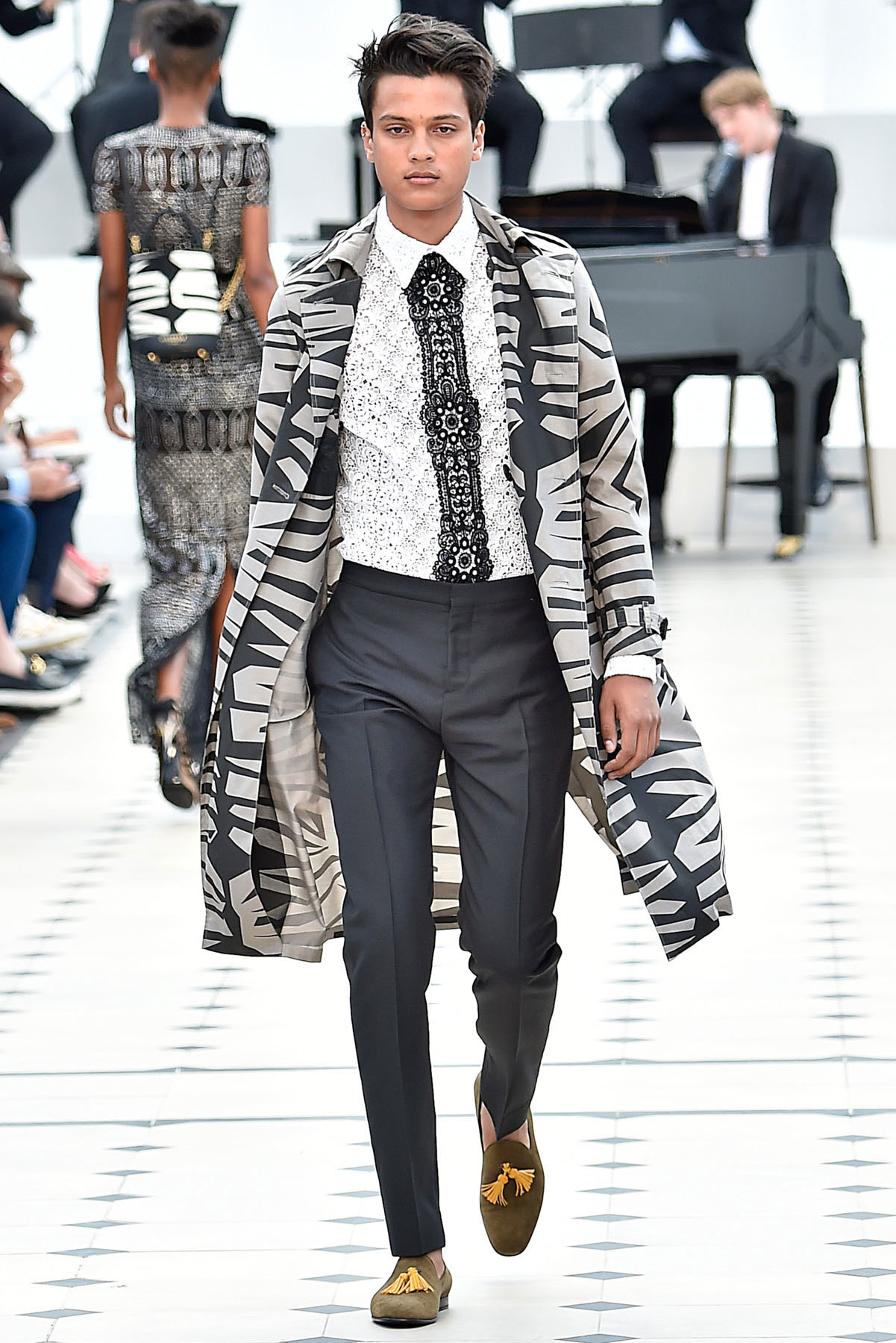 burberry_ss16_lcm_fy54