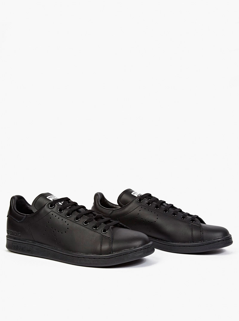 ADIDAS-BY-RAF-SIMONS.-Black-Stan-Smith-Sneakers_fy1