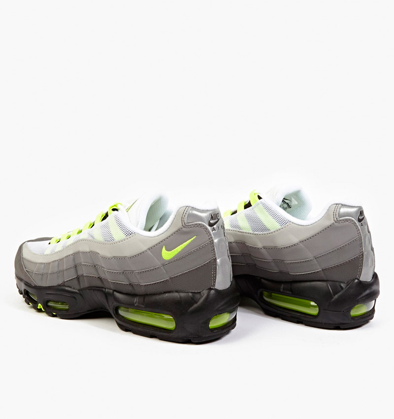NIKE.-Reflective-Air-Max-95-OG-Premium-Sneakers3