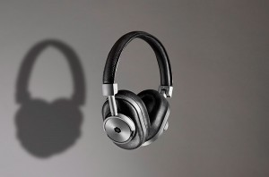 Master-&-Dynamic-Launch-Wireless-Headphones_fy1