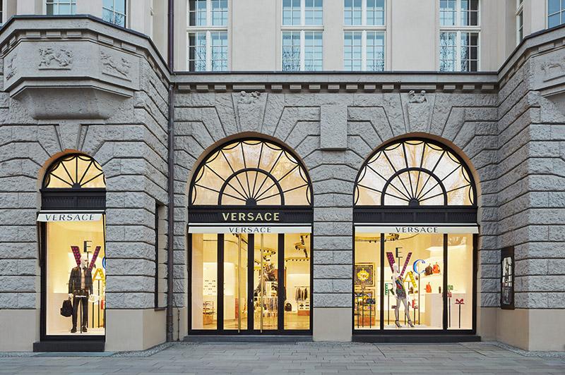 Versace-Opens-in-Berlin_fy1