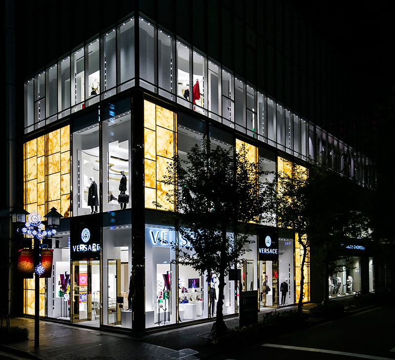 Versace-opens-a-new-boutique-in-Tokyo_fy1