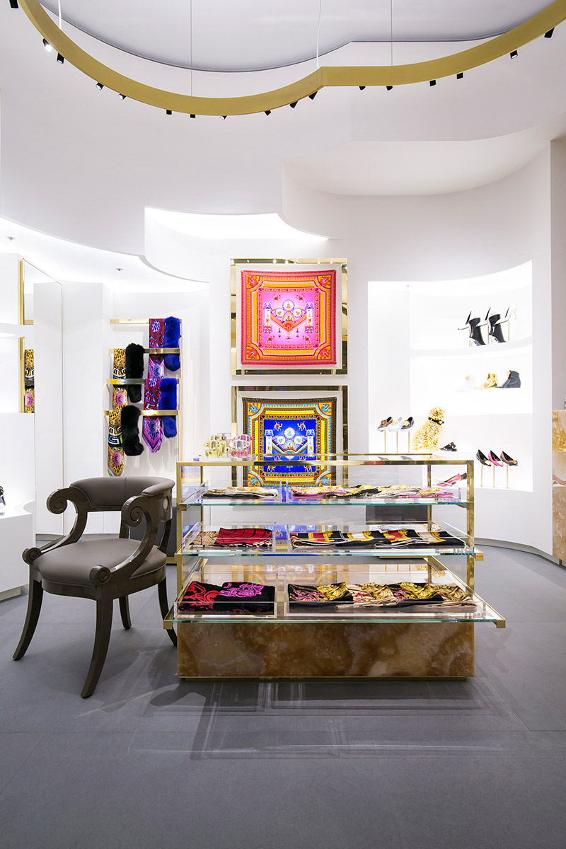 Versace-opens-a-new-boutique-in-Tokyo_fy3