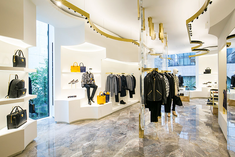 Versace-opens-a-new-boutique-in-Tokyo_fy4
