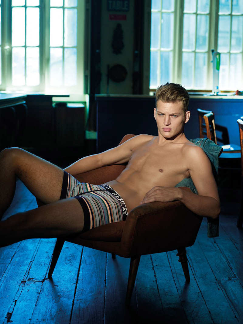 Replay-SS16-Underwear-Campaign_fy1