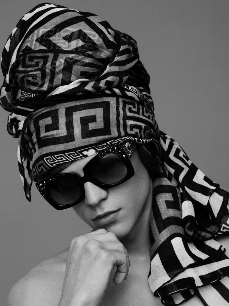 Versace-Scarves-2016-Campaign_fy6