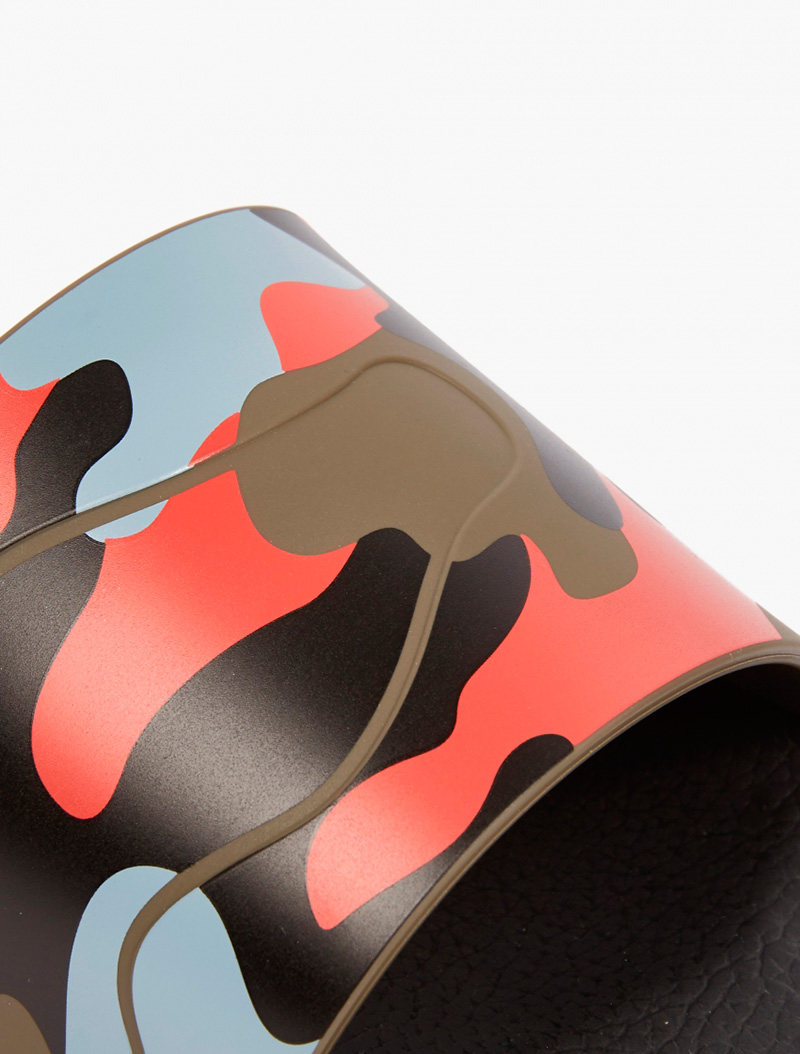 VALENTINO.-Camouflage-Pool-Sliders_fy6