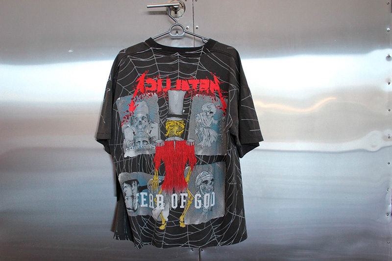 merchandise-is-the-hottest-trend_fy4