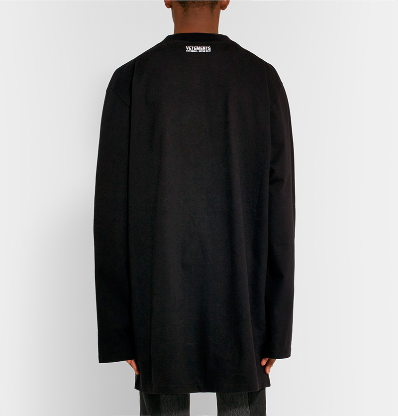 VETEMENTS.-Oversized-Printed-Cotton-Jersey-T-Shirt_fy4