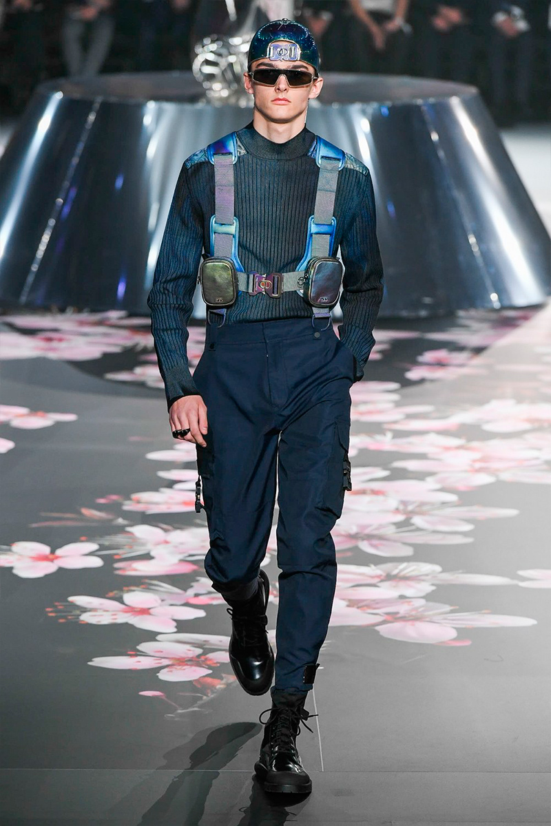 1a2be4f4c8af Kim Jones unveiled his Pre-Fall 2019 menswear collection for Dior with a  runway show in Tokyo.